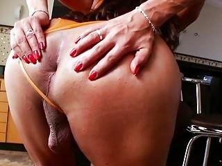 Hot Tgirl Antonella Fontini Shows Off Her Big Ass