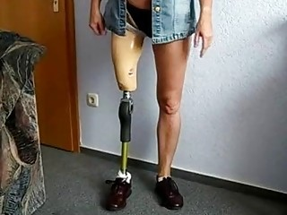 Amputee babe tries out her new prosthetic leg and poses