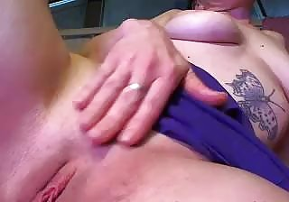 Horny amputee stuffs her shaved twat with toys on webcam